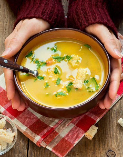 Karottensuppe-mit-Apfel-und-Ingwer